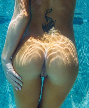 amateur photo Underwater tush