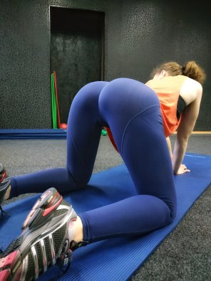 amateur photo I need a trainer to help me with stretching😉 [F]