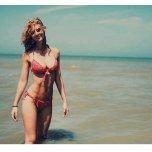 amateur photo Red hair & red bikini