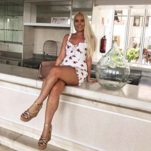 amateur photo Hot blonde with sexy legs