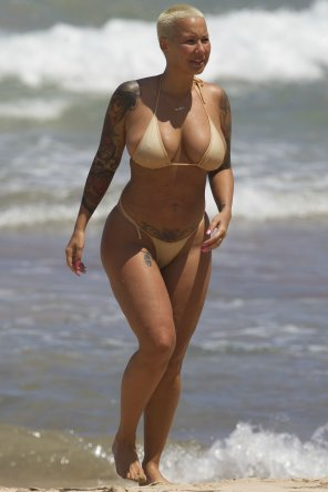 amateur photo Amber Rose in tan bikini.