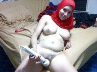Arab girl loves her Hitachi magic wand