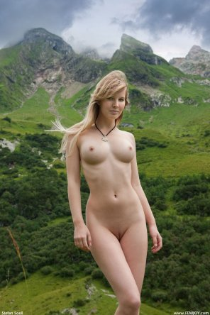 amateur photo Mountain Girl