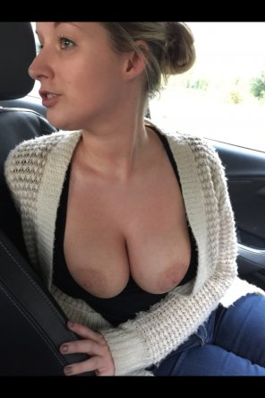 amateur photo Titties out