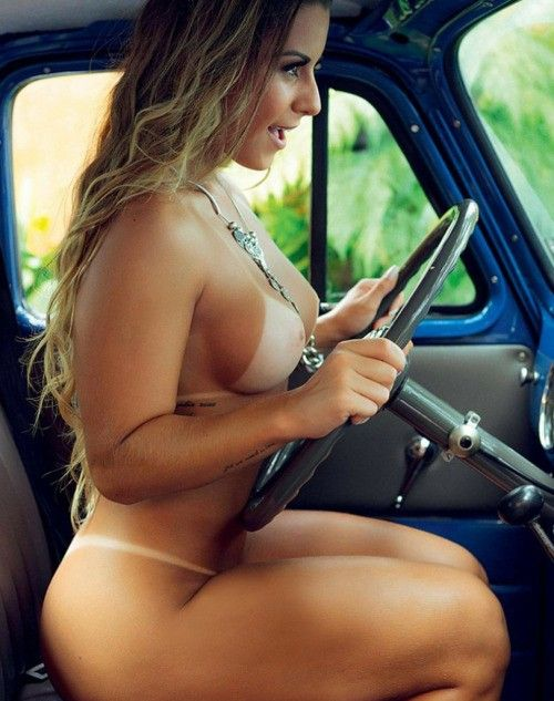 Sex having Busty car girl in