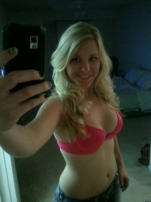 amateur photo PicturePink bra