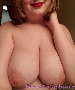 amateur photo new hair cut. new lipstick. same great tits!