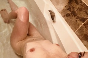 amateur photo Come get [f]resh and clean with me?