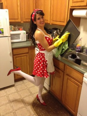 amateur photo Hot brunette in the kitchen