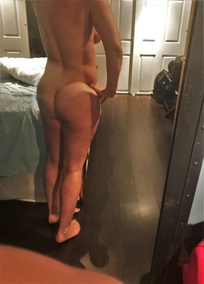 amateur photo [F33] Cute girl in a hotel room, waiting for a knock knock knock at the door :)