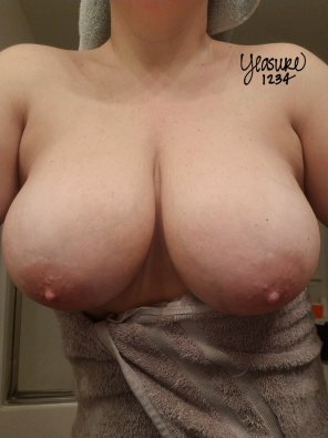 amateur photo I've been in the big titty committee since I was 12 😁