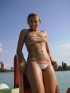 amateur photo Cameltoe bikini hottie