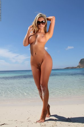 amateur photo Blonde beach goddess