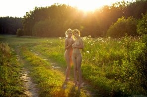 amateur photo Sunset flower girls.