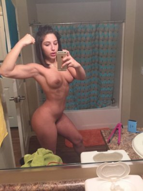 amateur photo Flexing