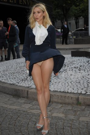 amateur photo Elizabeth Olsen dealing with an unexpected breeze