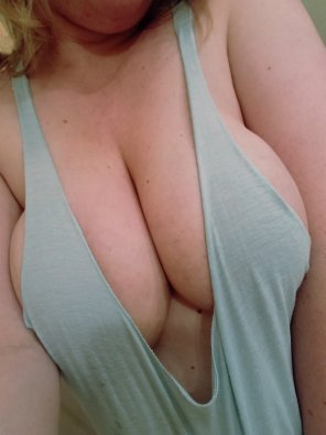 amateur photo Wife bursting out of her tank. Too bad she won't wear it in front of others