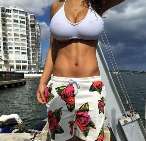amateur photo perfect midsection with large bust