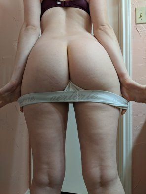 amateur photo A wild butt has appeared [F] OC