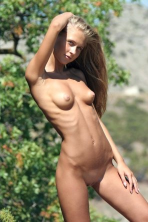 amateur photo Super slim girl enjoying nature