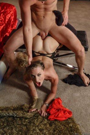 amateur photo Woman gets rough anal