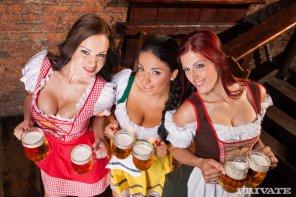 amateur photo Oktoberfest Girls