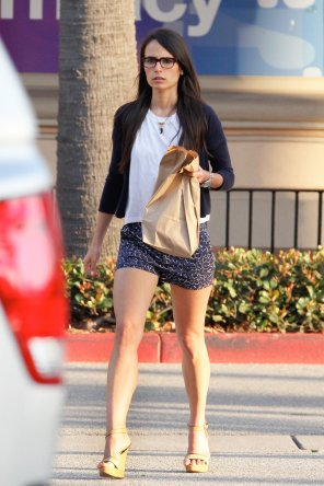 amateur photo Jordana Brewster   Out & about in Malibu   May 23