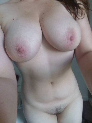 amateur photo 34[f]f and a little bit fluffy. should probs not have just eaten gnocchi. discuss.