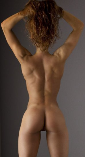 amateur photo Fit girl with an absolutely perfect back