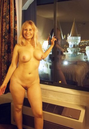 amateur photo In her Vegas hotel room