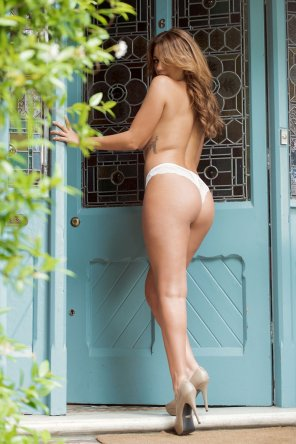 amateur photo Holly Peers for Page 3