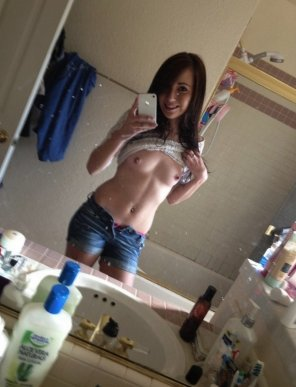 amateur photo Petite Girl-Next-Door