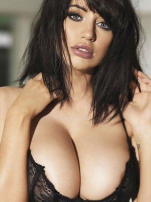 amateur photo The Busty Lady - Sophie Howard