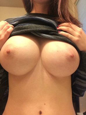 amateur photo Love to showing off my big titties! SC- amandaluv99