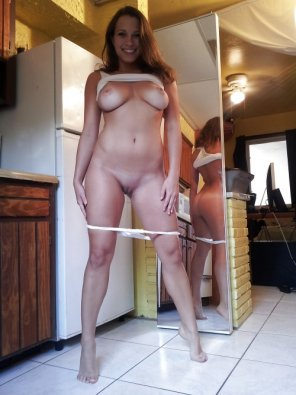 amateur photo Flashing in her kitchen