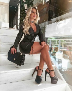 amateur photo Leather and high heels