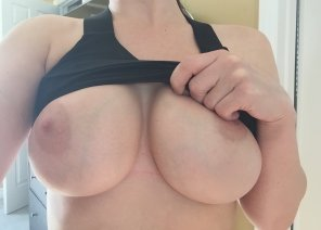amateur photo Wife's 32E's