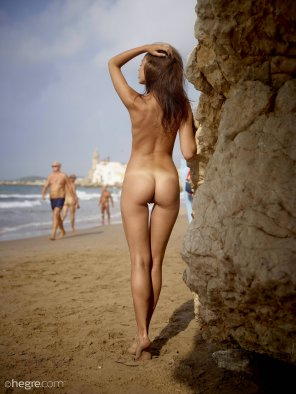 amateur photo Karina Ibiza on the beach... Hi-Res [3006x4000]