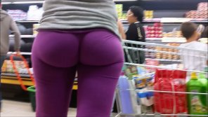 amateur photo Purple shopper