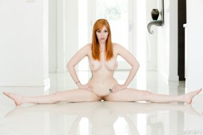 amateur photo Lauren Phillips