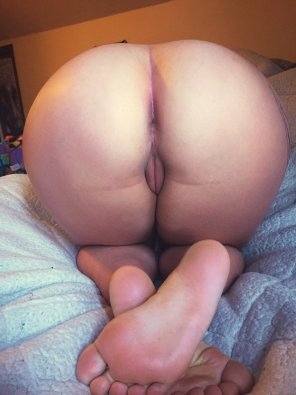 amateur photo [19F] #GetFuckedInTheAssFriday