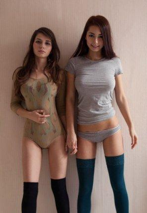 amateur photo 2 girls
