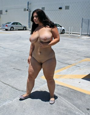 amateur photo London Andrews goes nude in broad daylight