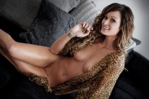 amateur photo Julia Shuller leopard nude