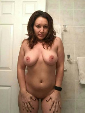 amateur photo A MILF in the Bathroom