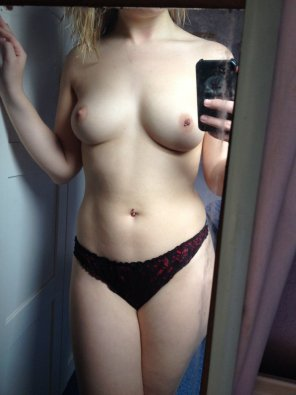 amateur photo I love to showing off my boobies!