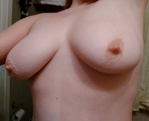 amateur photo ImageSunday morning titties [Image]