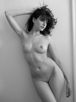 amateur photo Delicate figure