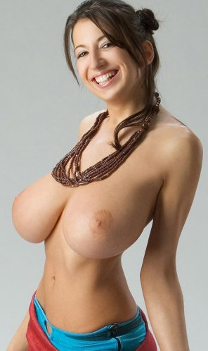 amateur photo nice smile, huge tits