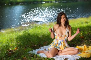 amateur photo This brunette babe is ready for a sexy time picnic